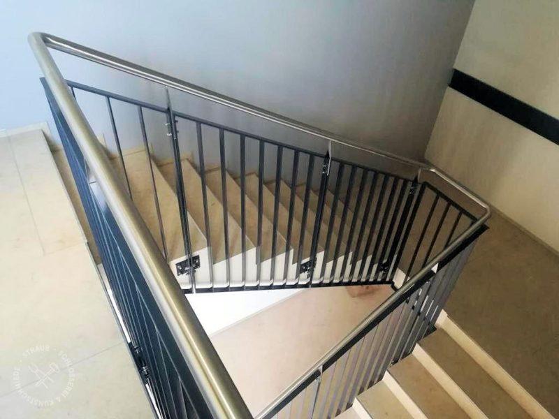 Treppengeländer mit Edelstahllauf