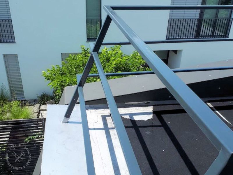 Schräges Terrassengeländer