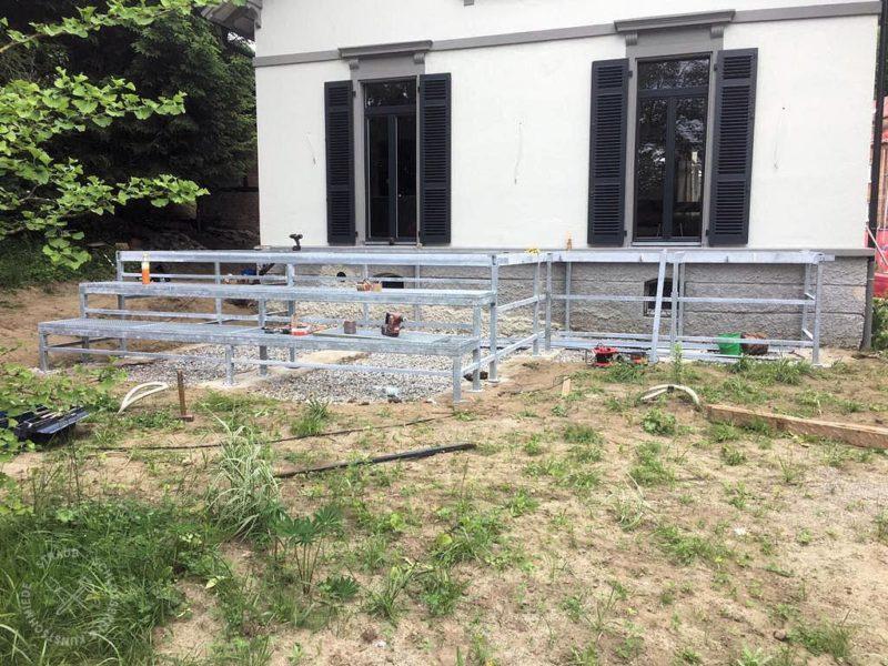 Unterkonstruktion mit Treppe